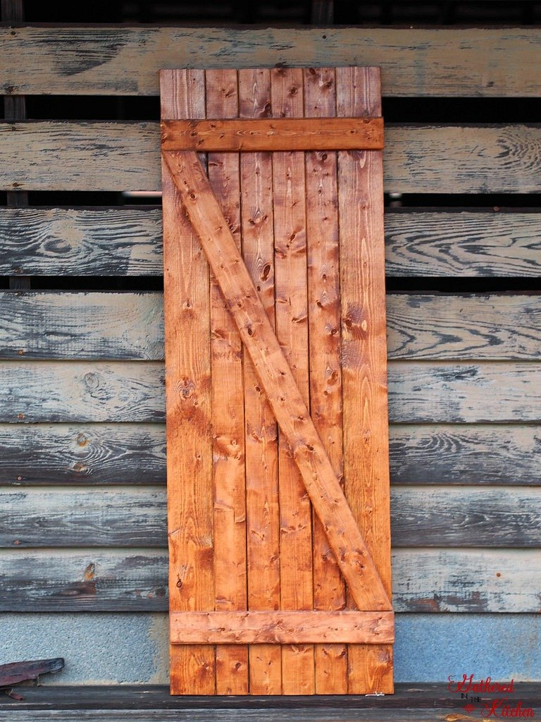 DIY Barn Door Under $10 in 30 Minutes - easy weekend project for the beginner!  This barn door is simple to build and affordable to make!  Get that farmhouse look you love!  #barndoor #InteriorBarnDoors #FarmhouseDecor #Woodworking