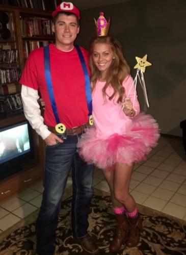 Couples Halloween Costumes: Mario & Princess Peach