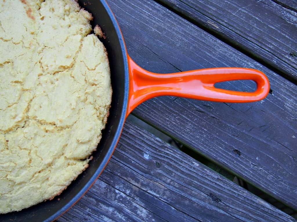 skillet corn bread that is easy and delicious