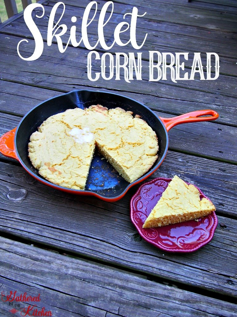 skillet corn bread that is delicious and easy to make