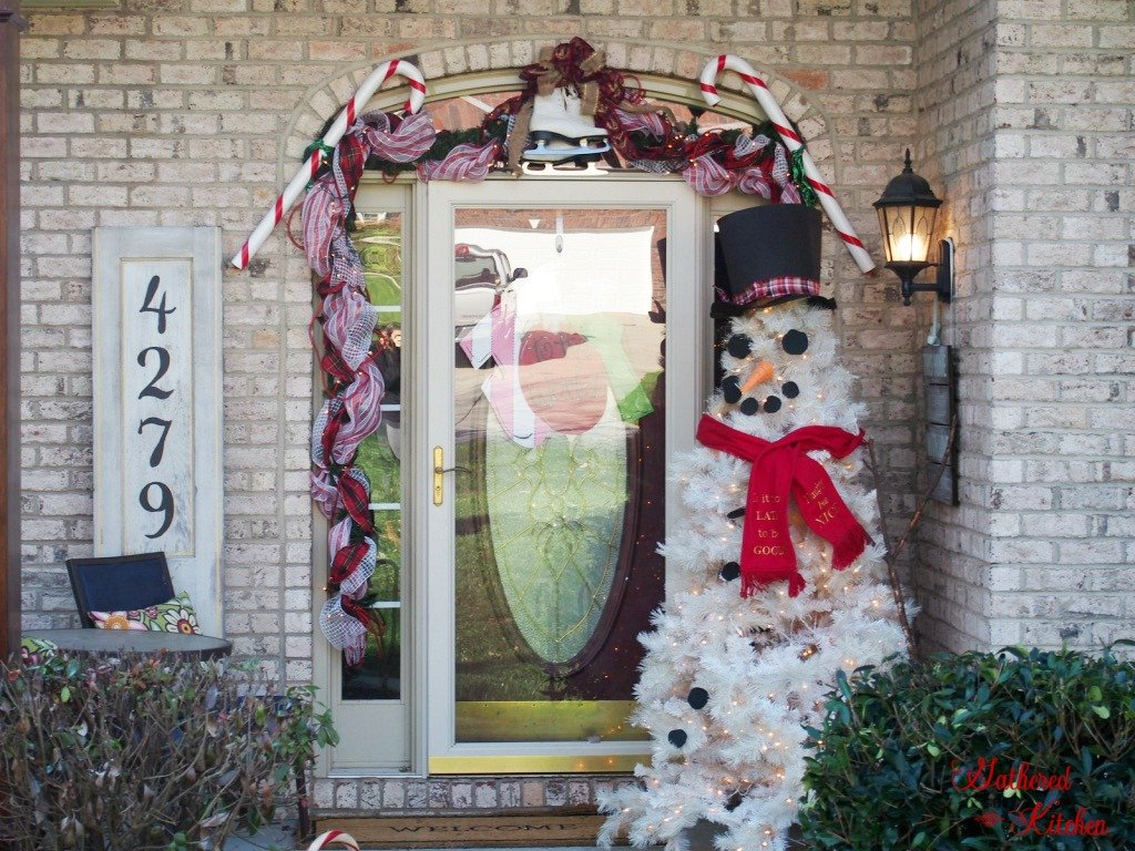 beautiful outdoor decor for Christmas