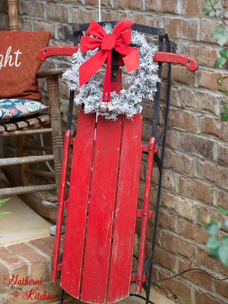 beautiful front porch decor for Christmas