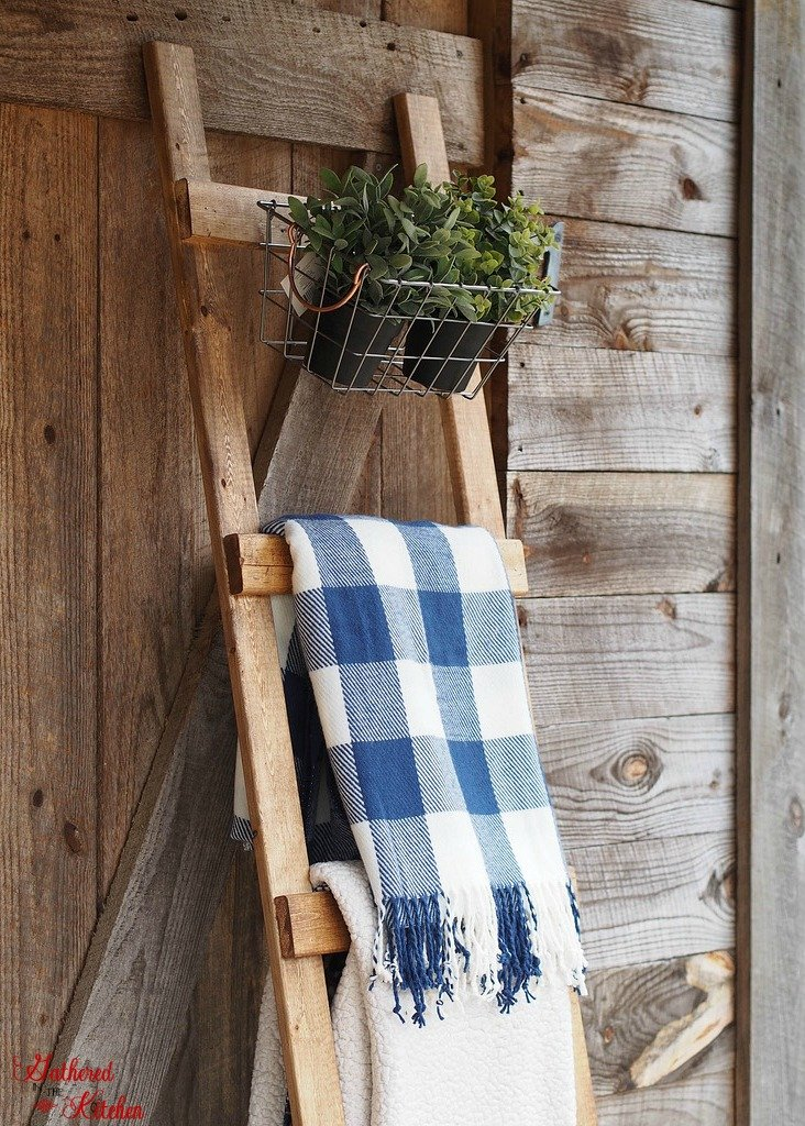 Blanket Ladder   Quilt Ladder   DIY   How to build a wooden blanket ladder for only $4 and under 30 minutes of time - Beginner skill level project