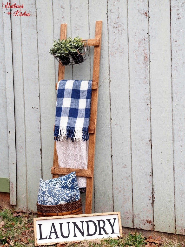 Blanket Ladder | Quilt Ladder | DIY | How to build a wooden blanket ladder for only $4 and under 30 minutes of time - Beginner skill level project