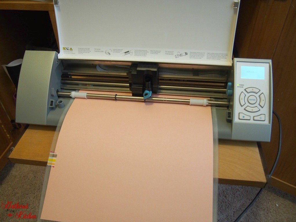 loading cutting mat into silhouette cameo