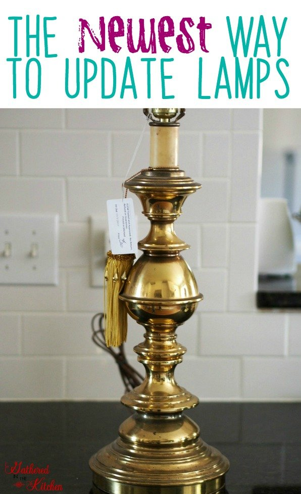 the NEWEST way to update outdated ugly lamps! This simple, one step trick is amazing! And takes only a few minutes! #diy #floorlamp #lampshade #rubbedgold #brushedgold #rosegold