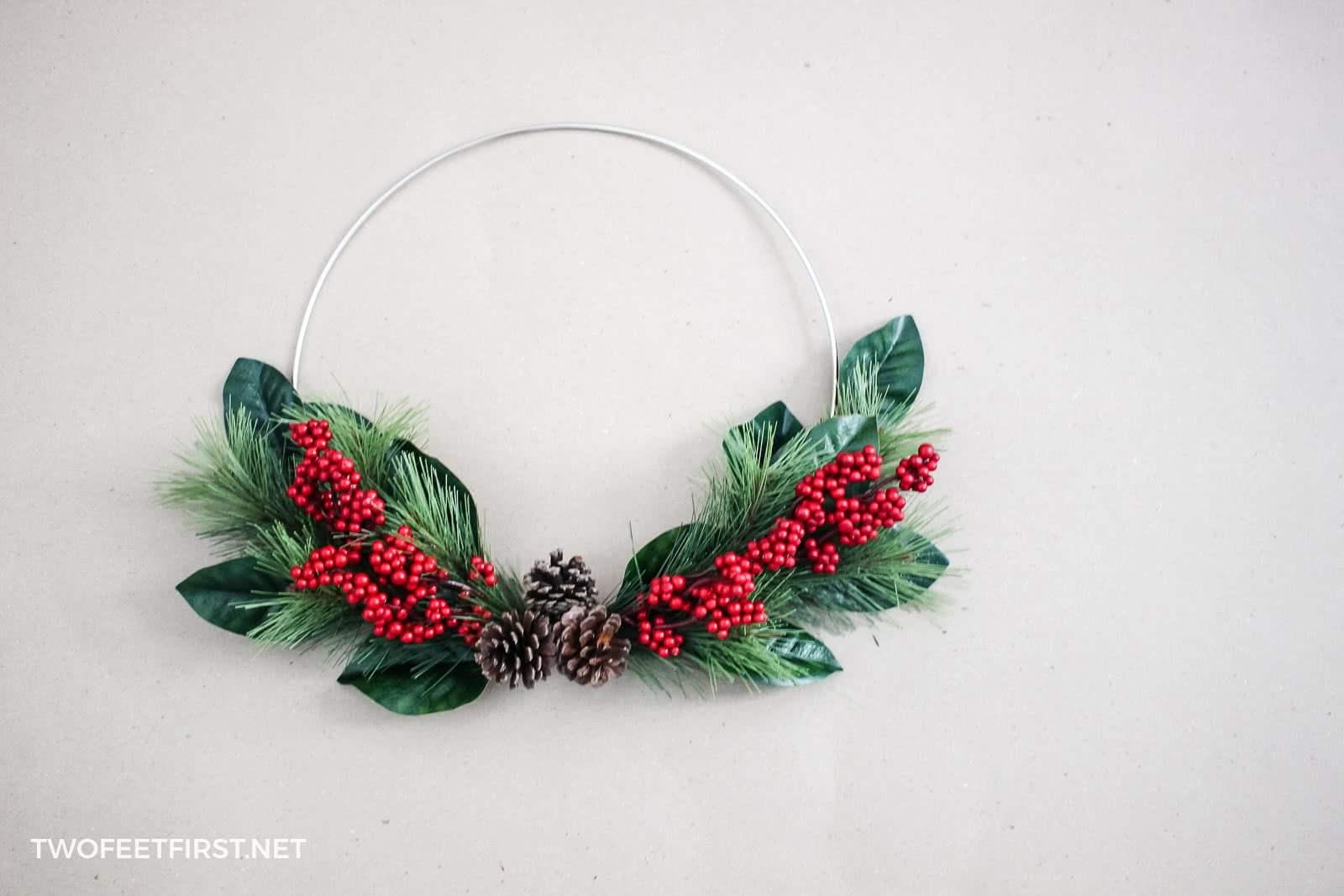 DIY Simple Christmas Hoop Wreath