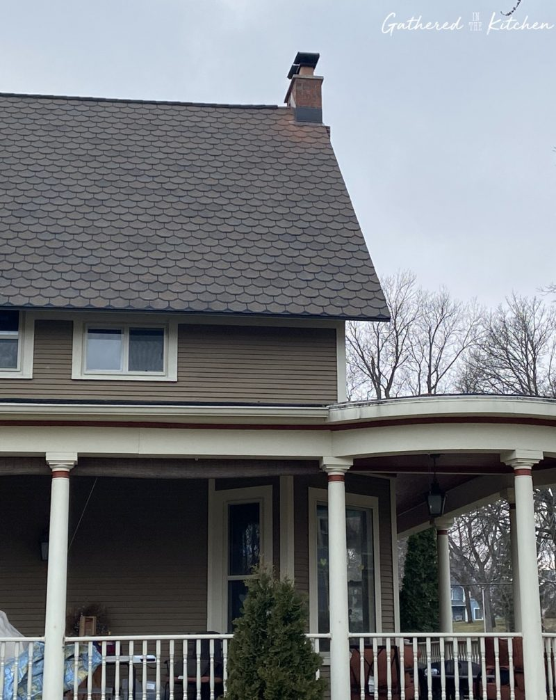 CertrainTeed Carriage House Roof in color Brownstone