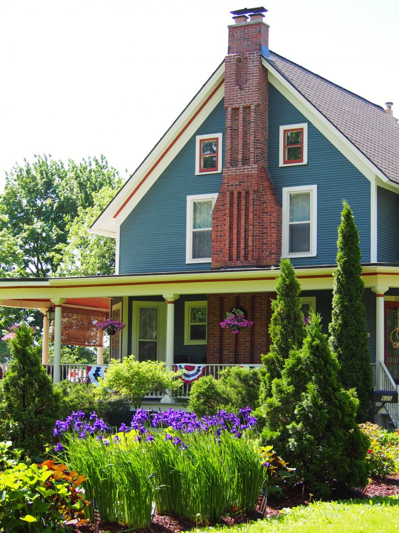 1886 Victorian Home in spring