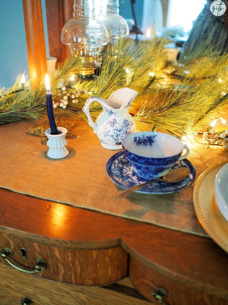 Blue and white tablescape ideas