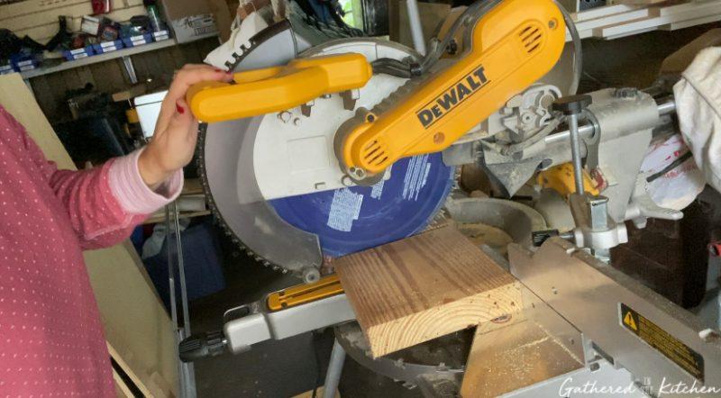 dewalt miter saw cutting wood